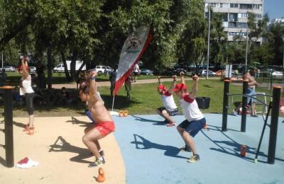 Посреди детской плоадки прошли соревнования по кроссфиту
