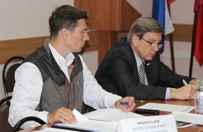 Виноградов (слева): Мне всегда было интересно посещать подобные мероприятия, слушать выступления специалистов, знакомиться с проектами