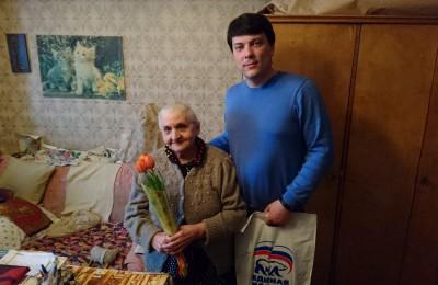 Важно, чтобы они не чувствовали себя нуждающимися хотя бы в этот день. Пусть весна дарит праздник, а этот день наполняет их сердца теплом и радостью - Максим Казанский (справа)