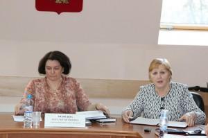 Глава муниципального округа Наталья Медведева (слева) также вошла в состав одной из комиссий