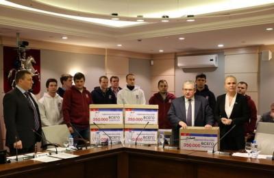 Московские единороссы передали в МГД 350 тыс подписей за расширение льгот по капремонту