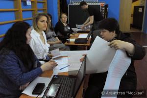 Избирательные пункты уже посетили почти 50 000 человек
