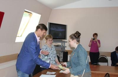 Юные жители получили паспорта из рук главы управы Александра Красовского