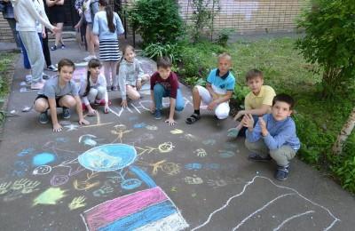 Завершилась программа конкурсом рисунка на асфальте