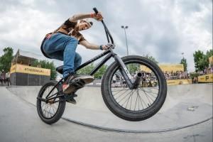 Велосипедист в парке Садовники