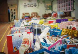 Подарки, собранные для пожилых людей