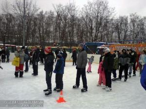 Жители Южного округа катаются на коньках