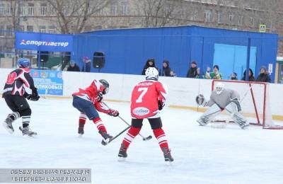 На городском турнире по хоккею