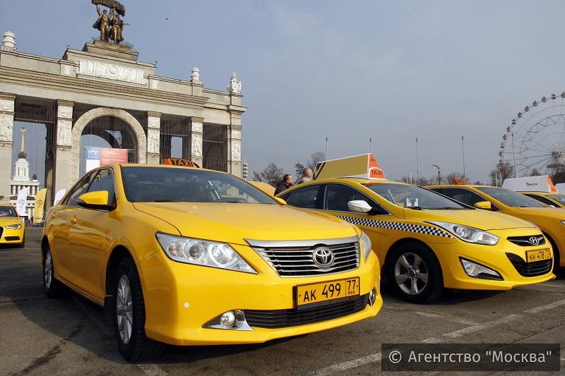 Проезд натакси затри года подешевел на200 рублей вМоскве