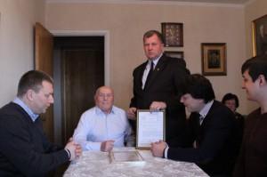 В ЮАО со 100-летием поздравили легендарного разведчика Алексея Ботяна