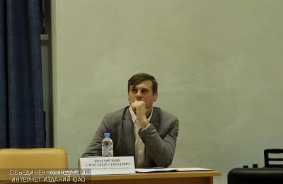 Глава управы Нагорного района Александр Красовский на встрече с жителями