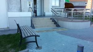 Отремонтированная скамейка
