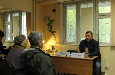Депутат Мосгордумы Сергей Зверев на встрече с жителями