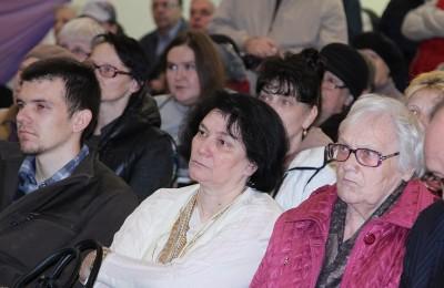 Наталья Медведева на встрече главы управы района с жителями