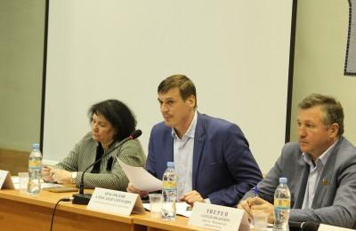 Наталья Медведева на встрече главы управы с жителями