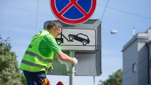 В районе приведут в порядок знаки и светофоры