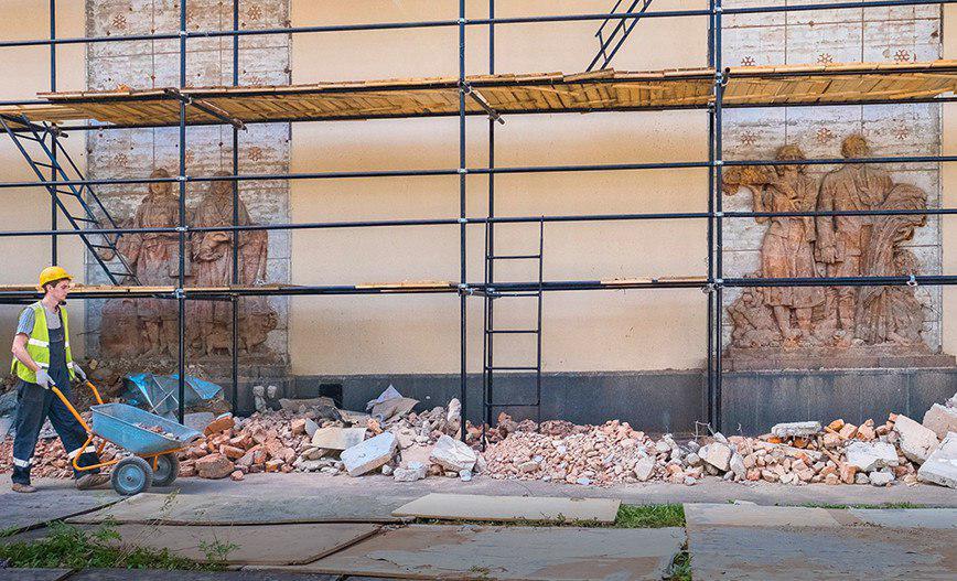 Барельефы 1950-х годов обнаружили при реконструкции одного изпавильонов ВДНХ