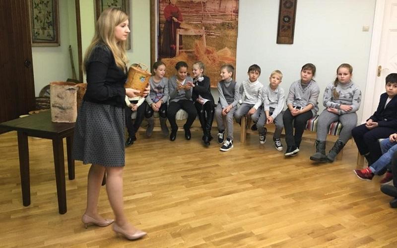 Школьники в музее