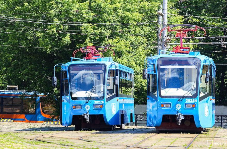 Санитарная обрезка крон деревьев и велопарад изменят маршрут следования трамваев в Нагорном районе
