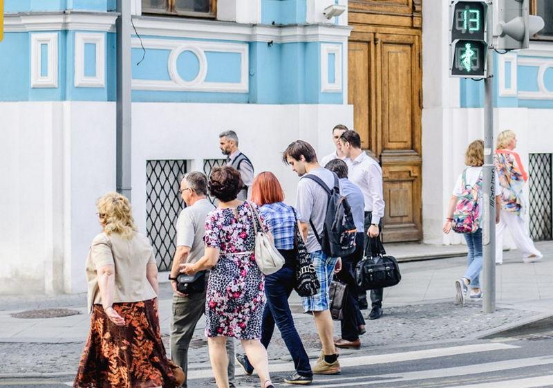 Режим работы светофора на Севастопольском проспекте изменили